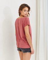 t-shirt z dużym dekoltem Alice koralowy- zdjęcie 2