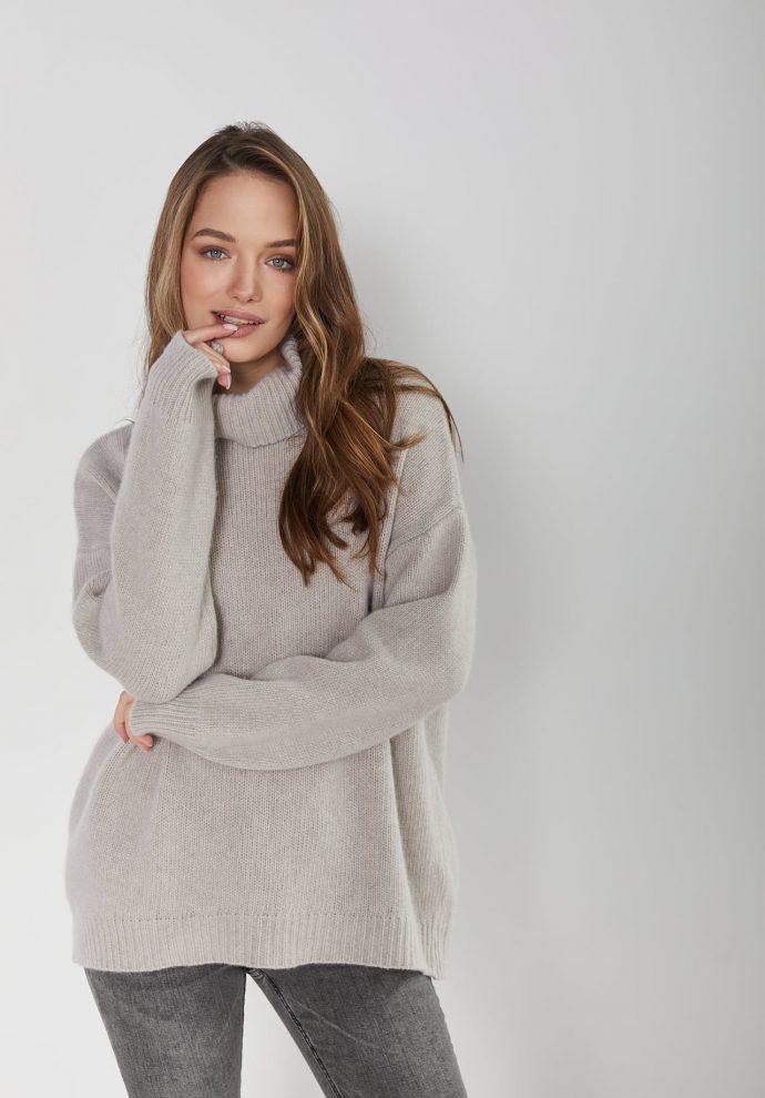 sweter z golfem f z wełny merynosa i kaszmiru Adele beżowy