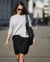 Spódnica Donna krótka z zakładkami czarna- zdjęcie 2