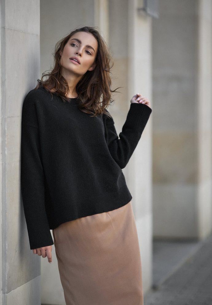 Sweter Sally z wełny merino i kaszmiru czarny
