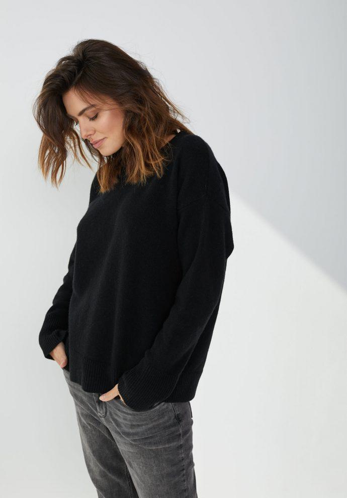 Sweter Sally z wełny merynosa i kaszmiru czarny- zdjęcie 4