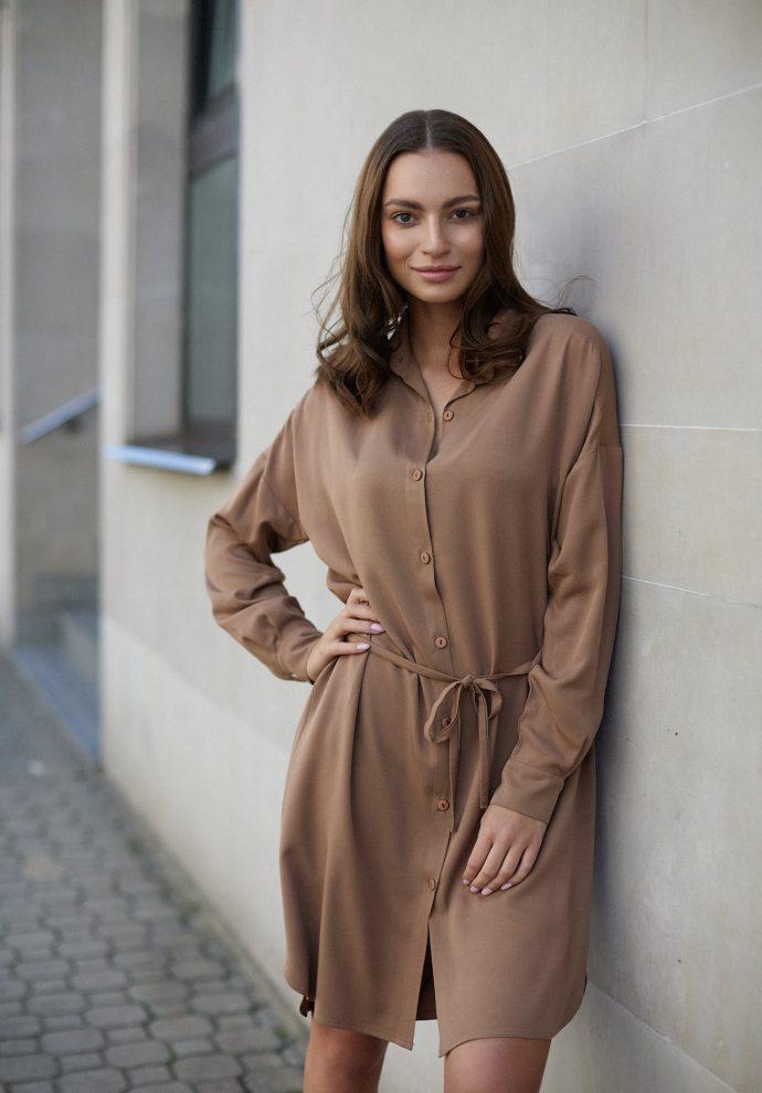 Sukienka na guziki Lisa kamelowa - zdjęcie 4