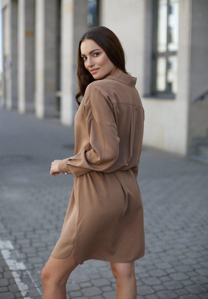 Sukienka na guziki Lisa kamelowa - zdjęcie 6